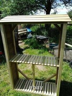 Grumes En Bois / Magasin De Recyling / Station De Mise En Pot / Stand D'honnêteté